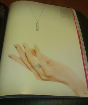 Vogue_130928_nocchi_hand